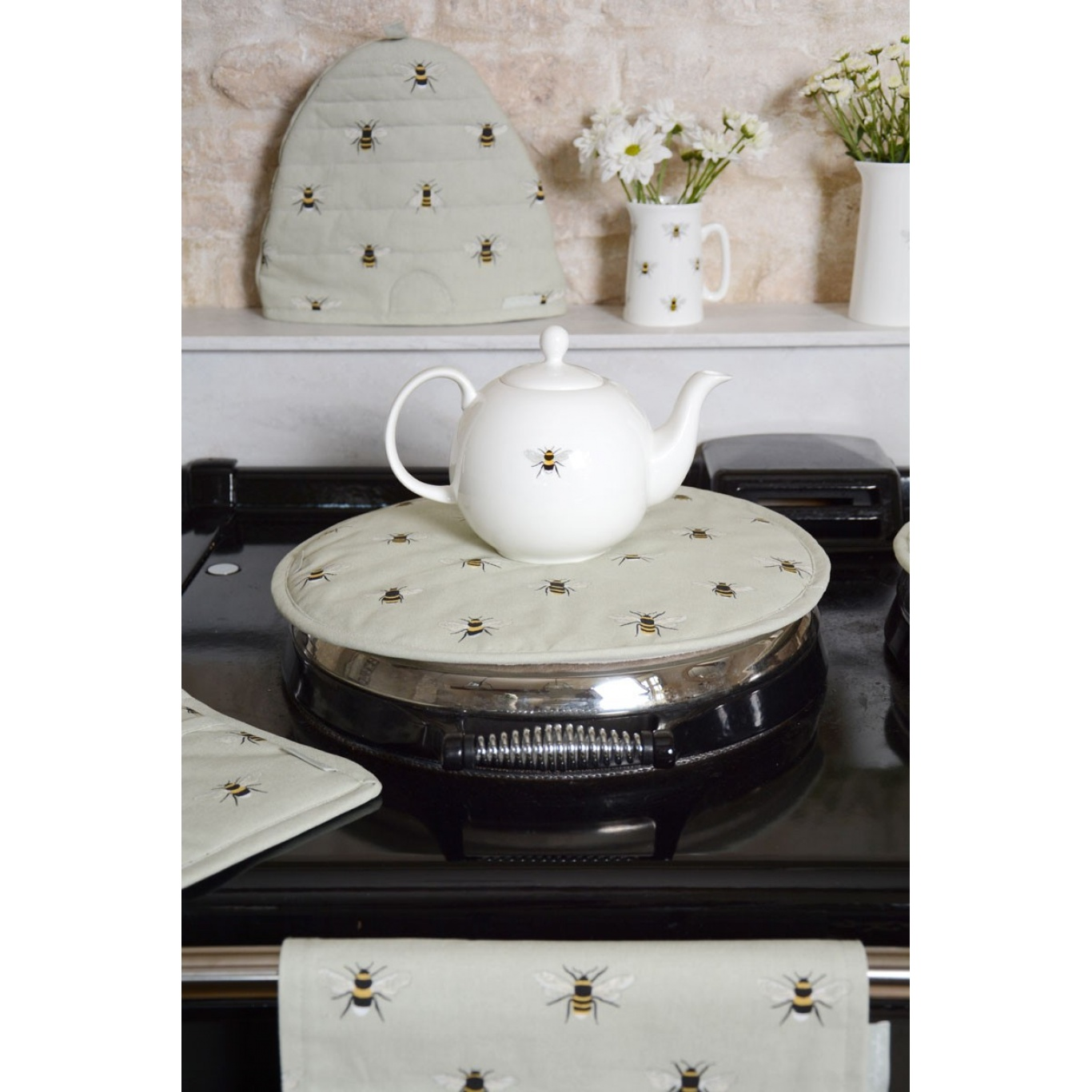 Sophie Allport Bees Round Hob Cover