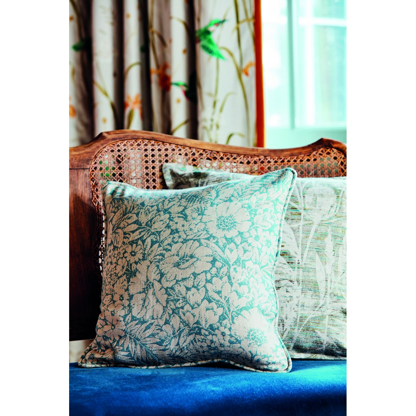 Sanderson Meadow Fields Linen Fabric 237196