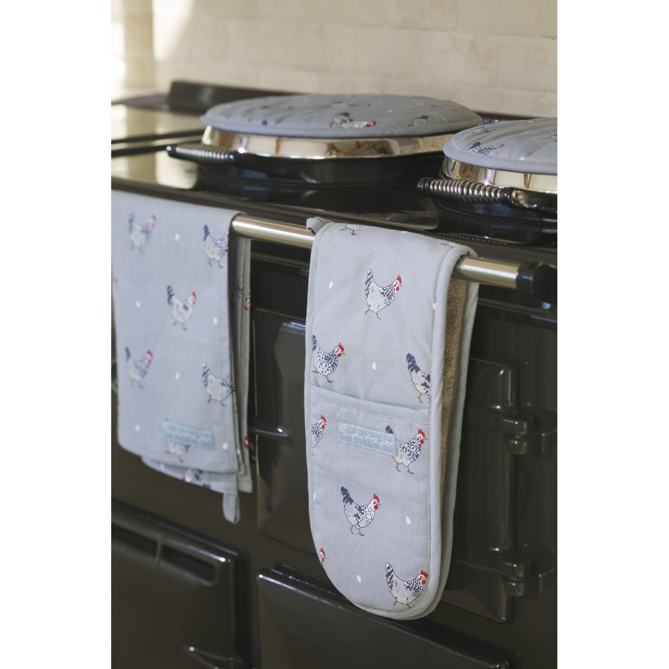 Sophie Allport Chickens Round Hob Cover